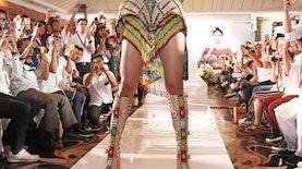 Uniknya Kostum Nuansa Orang Utan Milik Miss Universe Asal Indonesia Ini