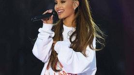 Giliran Ariana Grande yang Memakai Gaun Hasil Karya Desainer Indonesia