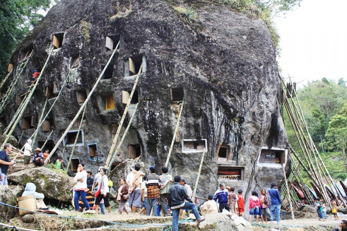 Rambu Solo, Jenazah Abadi di Tebing Toraja