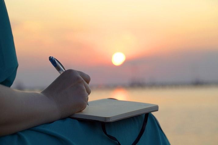 Perempuan Penulis dan Komunitas sebagai Wadah Menumbuhkan Karya Serta Mengembangkan Potensi Diri
