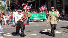 Bendera Indonesia Berkibar di New York Muslim Day Parade 2016