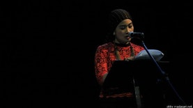 Semangat Memberantas Korupsi Lewat Cerita Fiksi Ala Okky Madasari