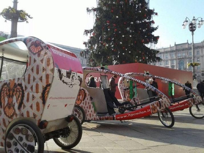 Becak Italia dengan Motif Batik Indonesia