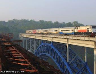 Ekstrim! Jalur rel kereta api tertinggi di Indonesia