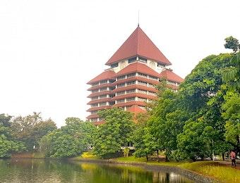 Dekan Universitas Indonesia Raih Penghargaan