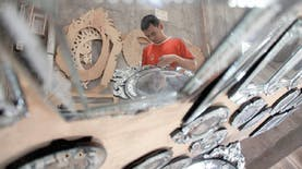 Bukan Hanya Terkenal di Indonesia, Kerajinan Kaca Ini juga Dikenal di Dunia.