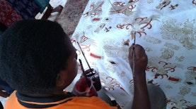 Batik Papua Memesona Turis Australia