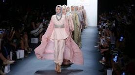 Tren Busana 70-an Bakal Jadi Kiblat Fesyen 2017, Seperti Apa Uniknya?
