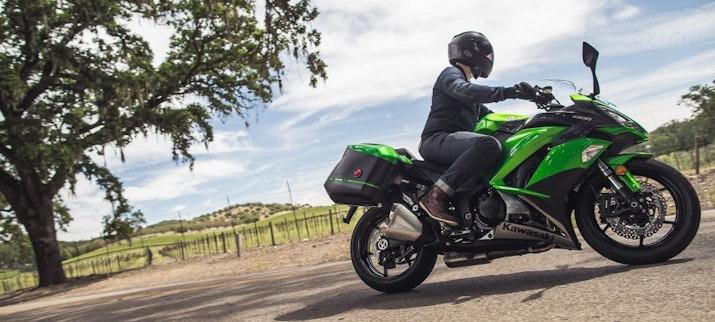 Tempuh Jarak 24000KM Pria Asal Indonesia Ini Melaju Menuju London Dengan Sepeda Motornya