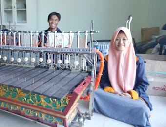 Mahasiswa PENS Buat Robot Gamelan