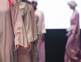 Tunjukan Taring, Indonesia Menjadi Tuan Rumah Summit Pertama Fashion Line Ini