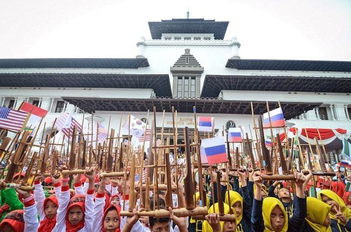 Bandung Raih Rekor Dunia Dengan Angklung