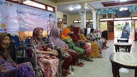Bersama Wanita Lanjut Usia, Berbagi Kasih & Sehat di Hari Ibu