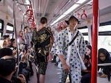 Gambar sampul Uniknya Peragaan Busana di Atas LRT Jakarta