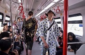 Uniknya Peragaan Busana di Atas LRT Jakarta