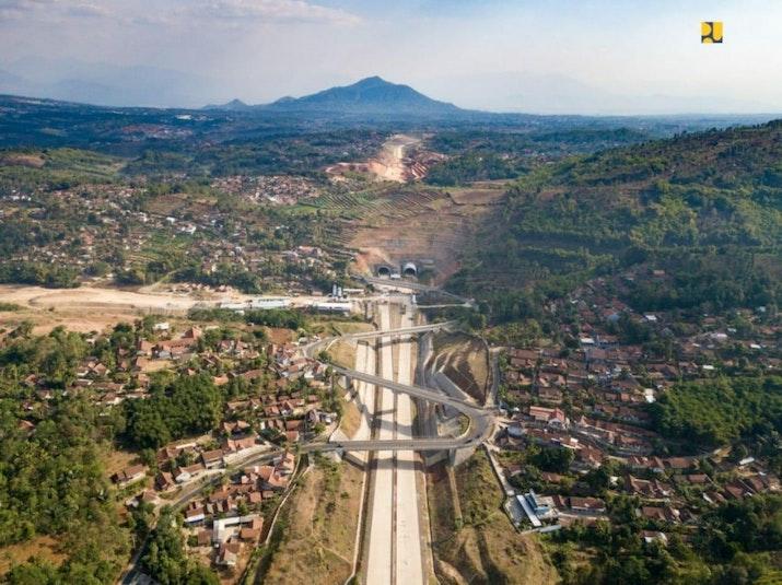 Bandung - BIJB 1 Jam Melalui Cisumdawu