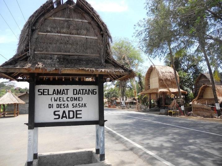 10 Bali Baru: Mandalika dan Pesona Desa Sasak Sade dengan Tradisinya