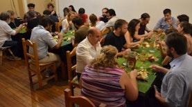 Ketika Bule Argentina Menjajal Makan ala Liwetan