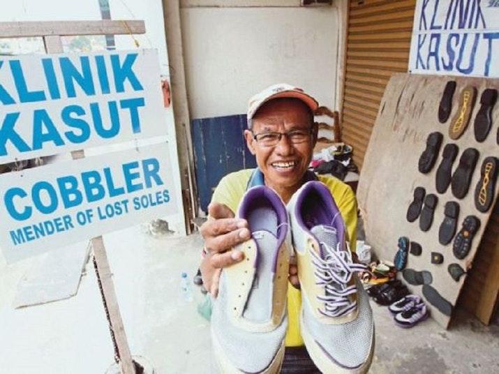Syafriel, Ahli Sol Sepatu Asal Medan yang Ngetop di Melaka