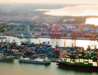 Doso Agung: Pelindo III Borong Penghargaan Pelayanan Prima Sektor Transportasi