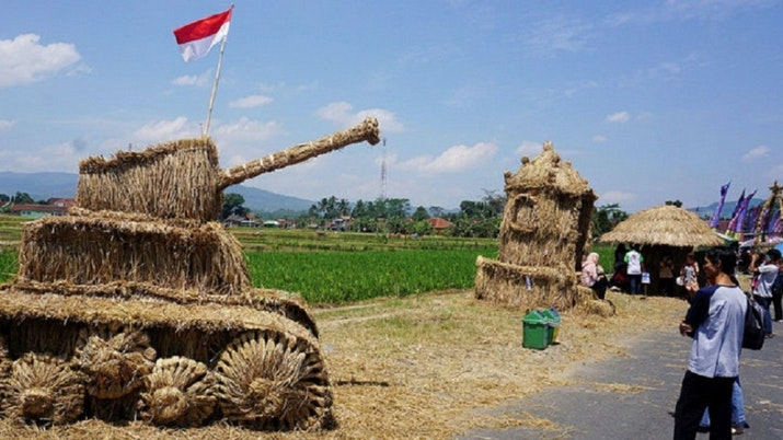 Ada yang Unik Nih, Yuk Intip Keseruan Festival Jerami di Banjarnegara!