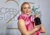 Emily Blunt Terima Penghargaan di SAG Awards Kenakan Perhiasan Desain Anak Bangsa