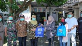 Gerakan #Ikut Bantu Lawan Covid-19 Serahkan Bantuan APD