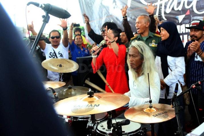Pemegang Rekor Guinness Asal Indonesia Ramaikan Final Piala Dunia Dengan Bermain Drum 24 Jam