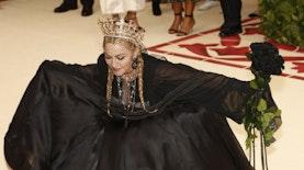Kini Giliran Madonna yang Kenakan Aksesori Buatan Anak Muda Indonesia, Hasil Karya Siapa?
