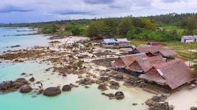 Berenang Tanpa Takut Tenggelam di Pantai Tureloto