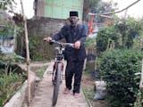 Gambar sampul Bermodalkan Sepeda, Kakek Berusia 74 Tahun Bawa Perpustakaan Keliling di Purwakarta