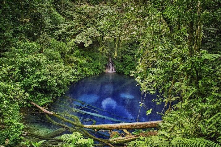 Potret Danau Kaco, Si Mutiara Biru di Tengah Hutan
