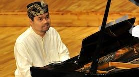 Ananda Sukarlan, Pianis Klasik asal Indonesia yang Mendunia