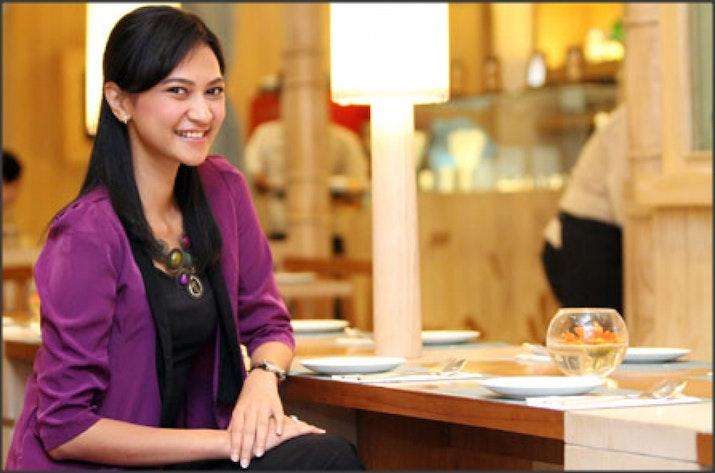 Perempuan Hebat ini Rela Meninggalkan Pekerjaannya Demi Membantu Penyandang Difabel