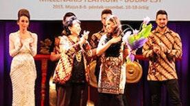 Batik ala Poppy Karim diperagakan di Hungaria