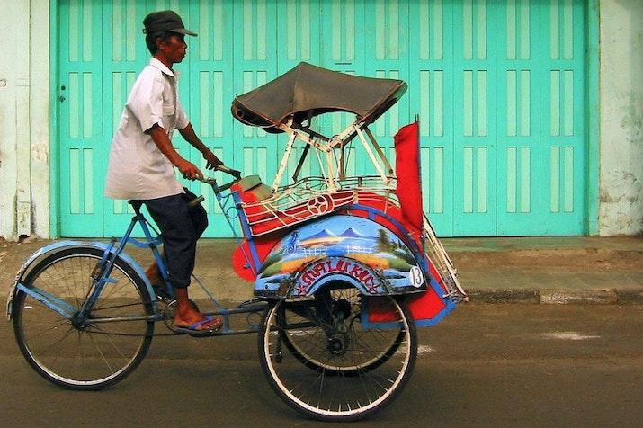 Pemberlakuan Becak di Ibu Kota: Pola Kebijakan Hybrid Pemerintah DKI Jakarta
