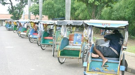 Becak, Transportasi Umum yang Menemani Warga Ibukota Lewati Berbagai Era
