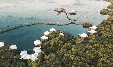 Nikmati Akomodasi Tepi Pantai di BeeJay Bakau Resort