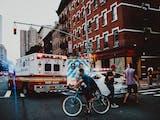 """Gambar sampul """"Saya Seolah Ada di New York"""""""