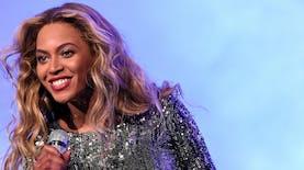 Giliran Beyonce yang Memakai Perhiasan Hasil Karya Desainer Indonesia
