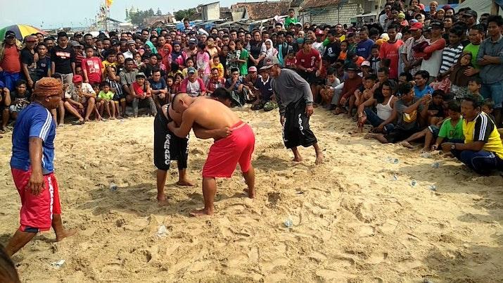 Pathol, Olahraga Tradisional Gulat dari Pesisir Pantai Jawa