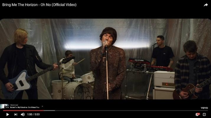 Vokalis 'BMTH' Pakai Batik di Video Clip Terbarunya