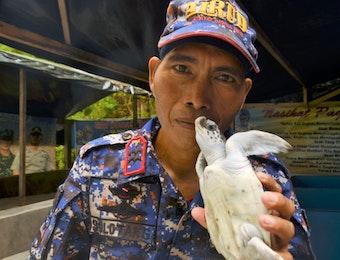 Seorang Diri, Bapak Ini Jaga 42 Pulau