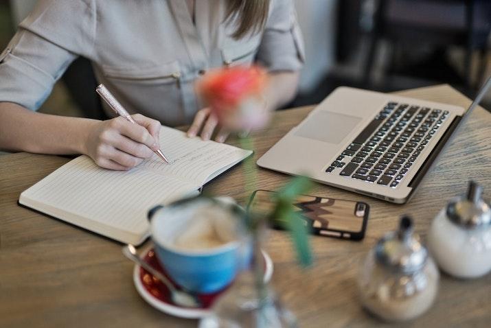 Menulis untuk Bahagia