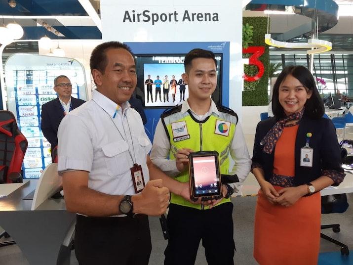 Fitur-Fitur Canggih di Tablet Petugas Bandara Soetta