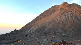 Cerita Mistis Di balik Pesona Indah 5 Gunung di Pulau Jawa