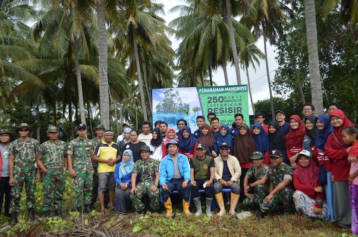 250 Bibit Mangrove, Lestarikan Pesisir Desa Tanjung Aru-Sebatik