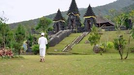 Menyusuri Pura Jagatkarta, Pura Terbesar Di Pulau Jawa