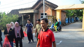 Kampanyekan Lingkungan Bersih, KKM UNDAR dan Perangkat Desa Kuncir Lakukan Aksi Giat Bersih