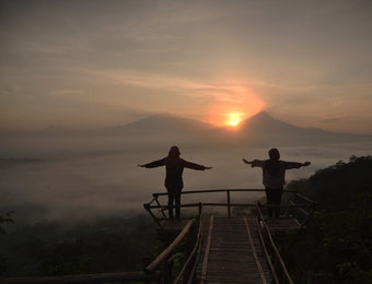 Kabut dan Borobudur yang Menawan
